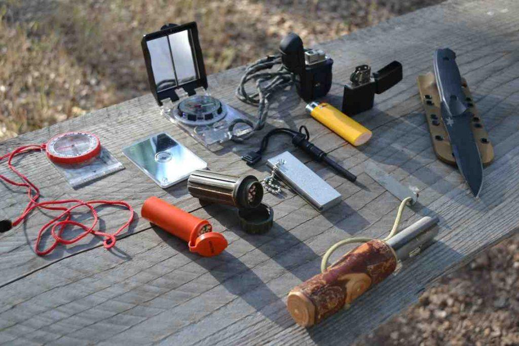 Focus matériel : l'indispensable kit de survie en forêt